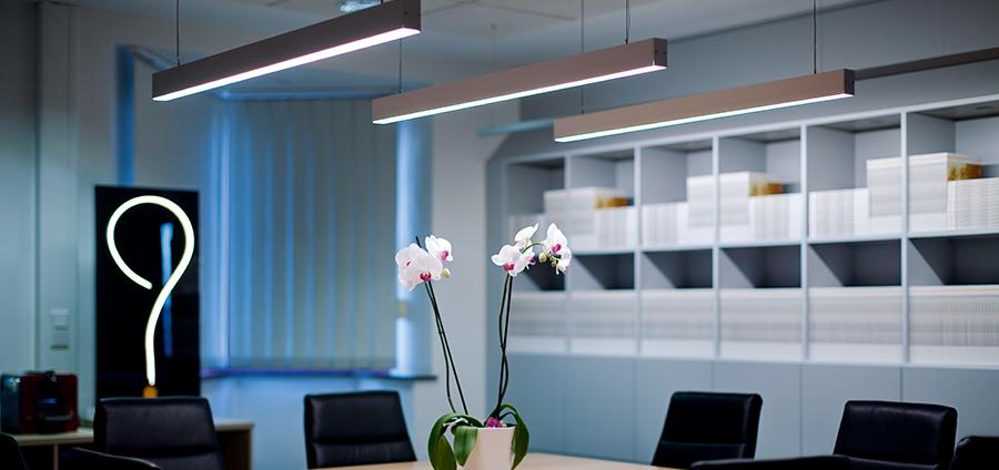 XOOLIGHT™ IQ White/RGB IP40   LED Linear™